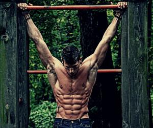 trainen met eigen lichaamsgewicht oefeningen